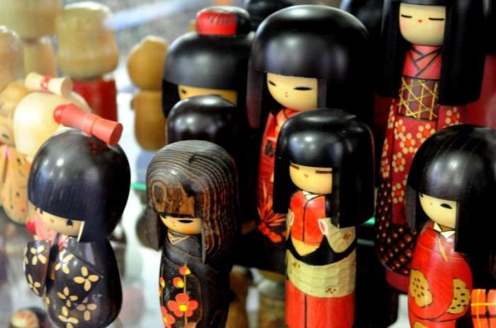 kokeshi_japanese_dolls