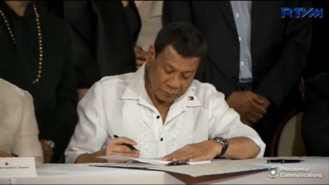Duterte-signing-