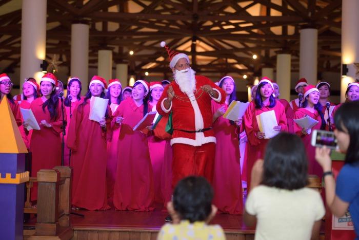 Xmas carollers & Santa at BLR WOK_0202