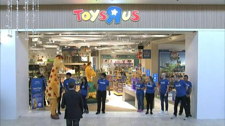 toys-r-us-opening.jpg