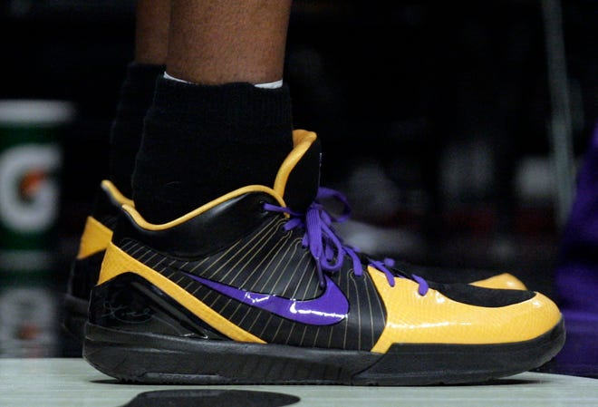 7c28924b-caa4-4e08-ada8-8df8dbf61a86-AP_Bryant_Sneakers_Basketball